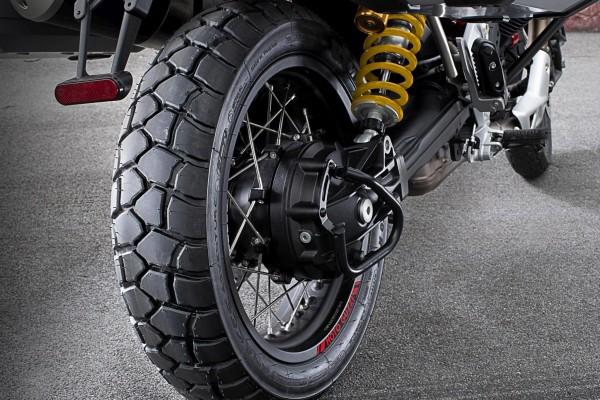 Sport Adventure rear tire Michelin Moto Guzzi V85 TT